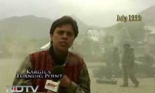 A young Barkha reporting in Kargil (1999)